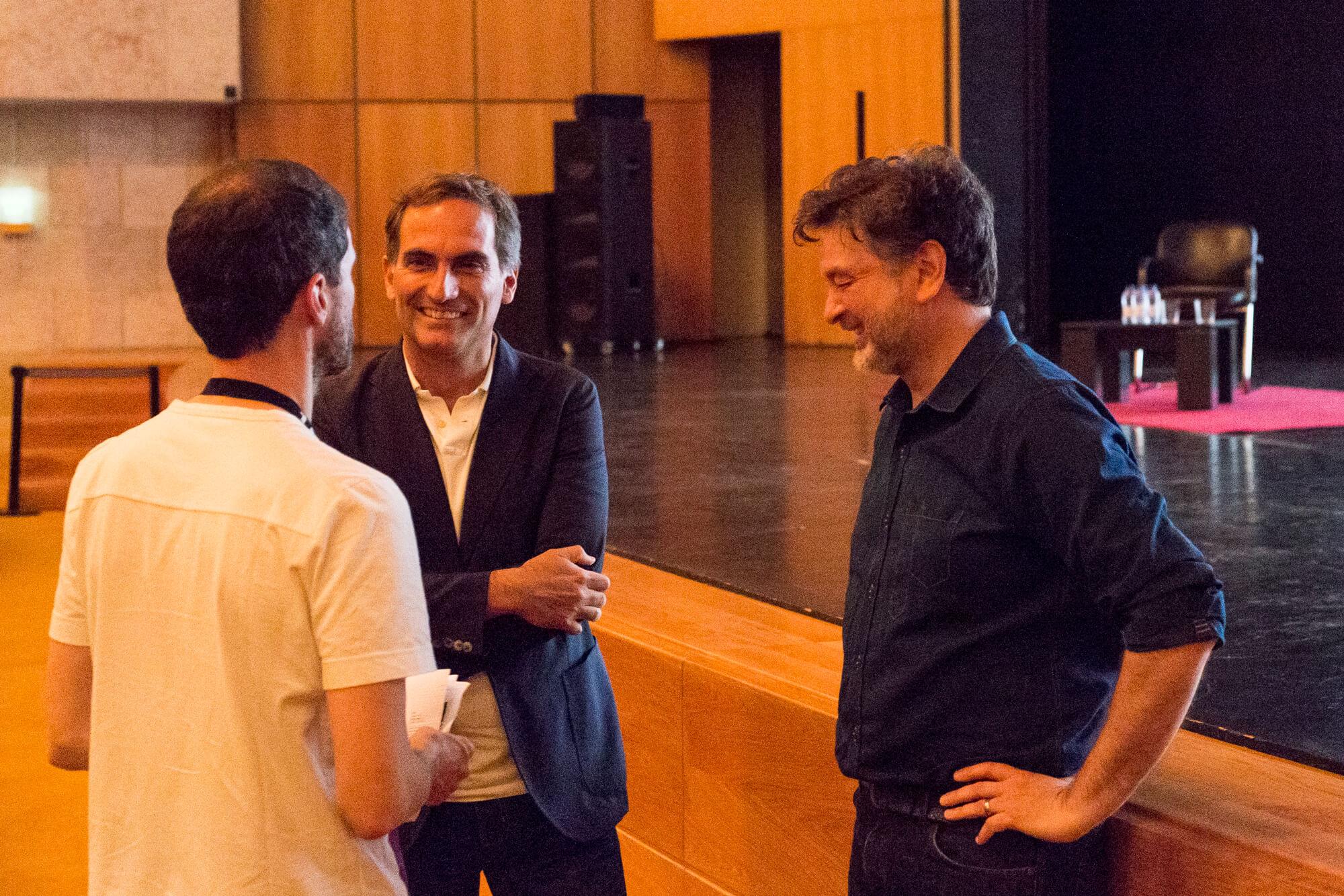 Manuel Henriques, José Mateus e Paul Ghirardani à conversa
