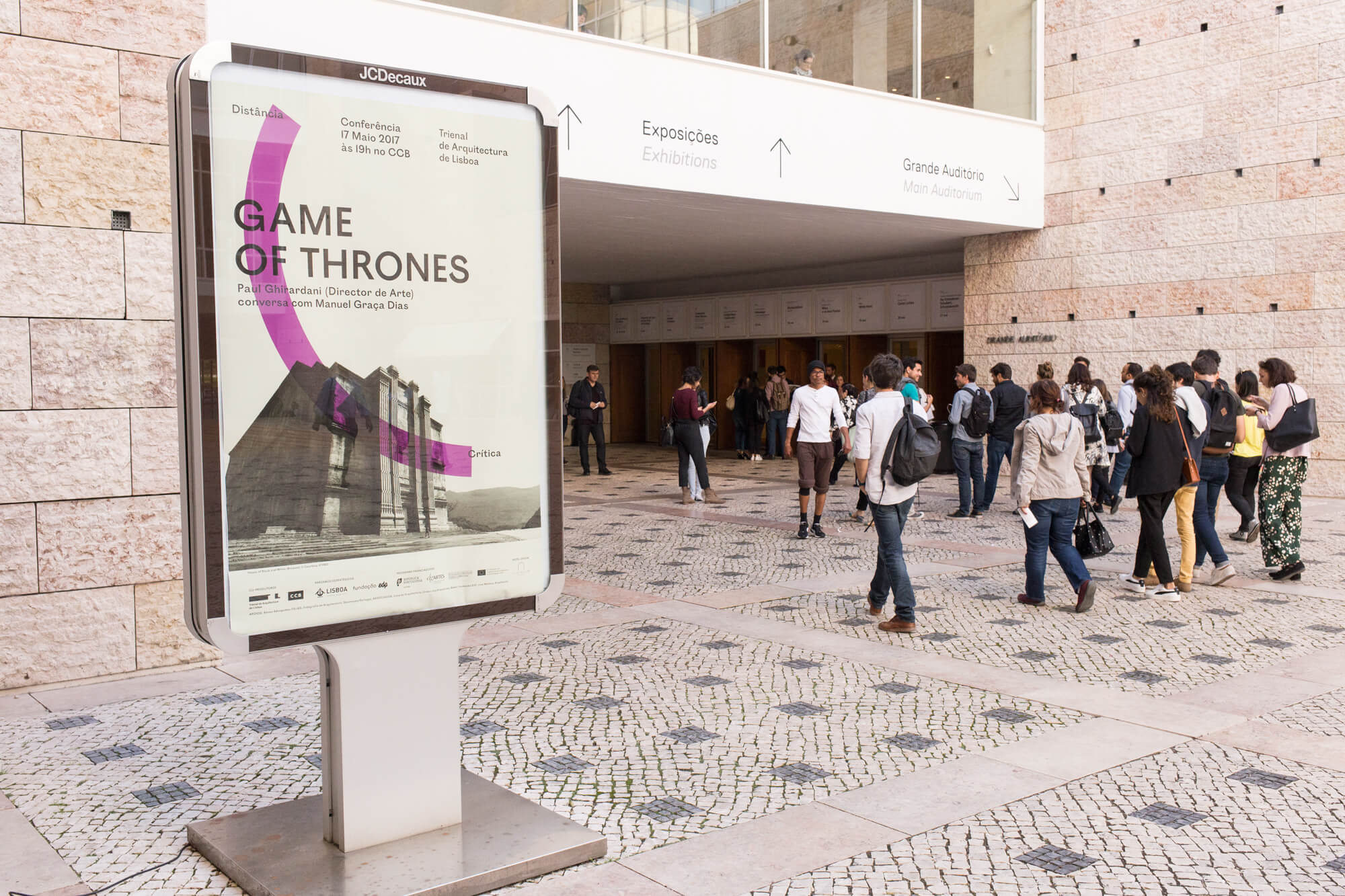 Cartaz da exposição à entrada do CCB