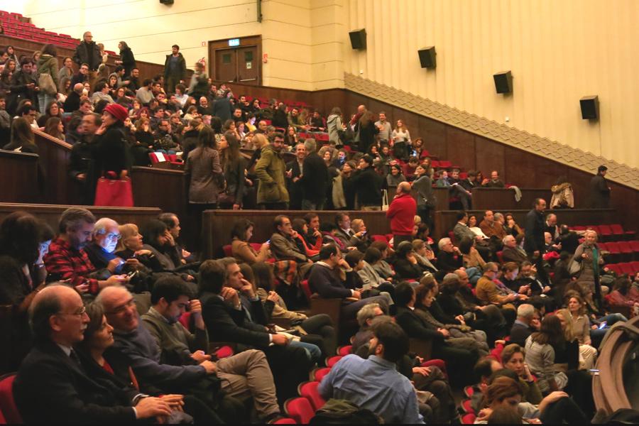 plateia cheia na sala principal do Cinema São Jorge