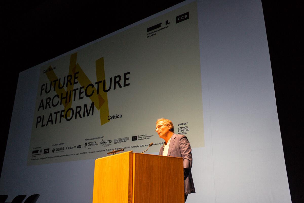 José Mateus, presidente da Trienal de Lisboa, apresenta a conferência. Future Architecture Platform