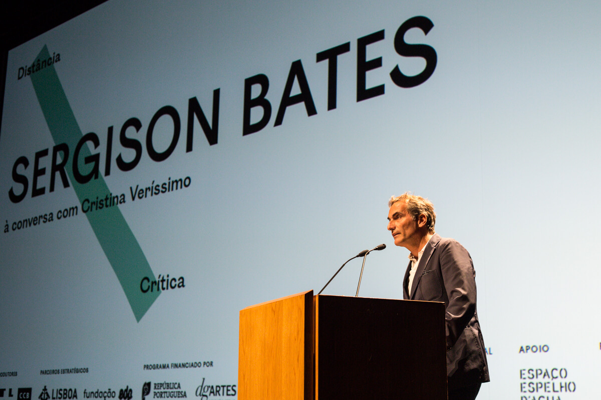 José Mateus, presidente da Trienal de Lisboa, apresenta a conferência.