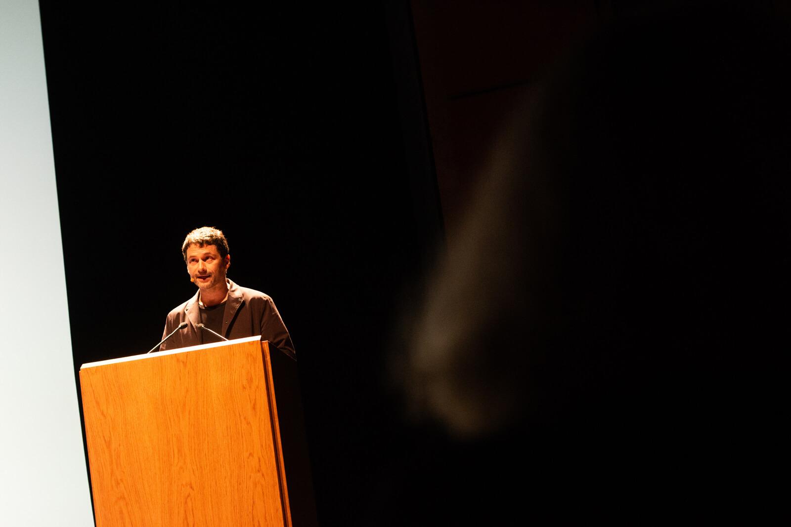 Ed Keller apresenta a conferência