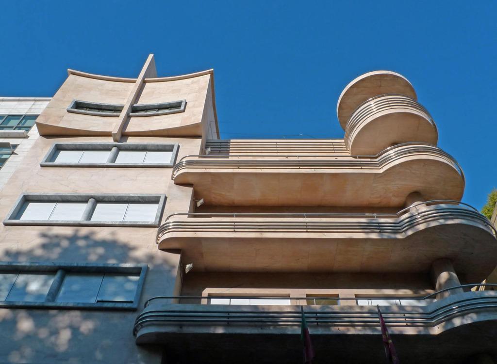 Vista sobre a fachada do Antigo Hotel Victória