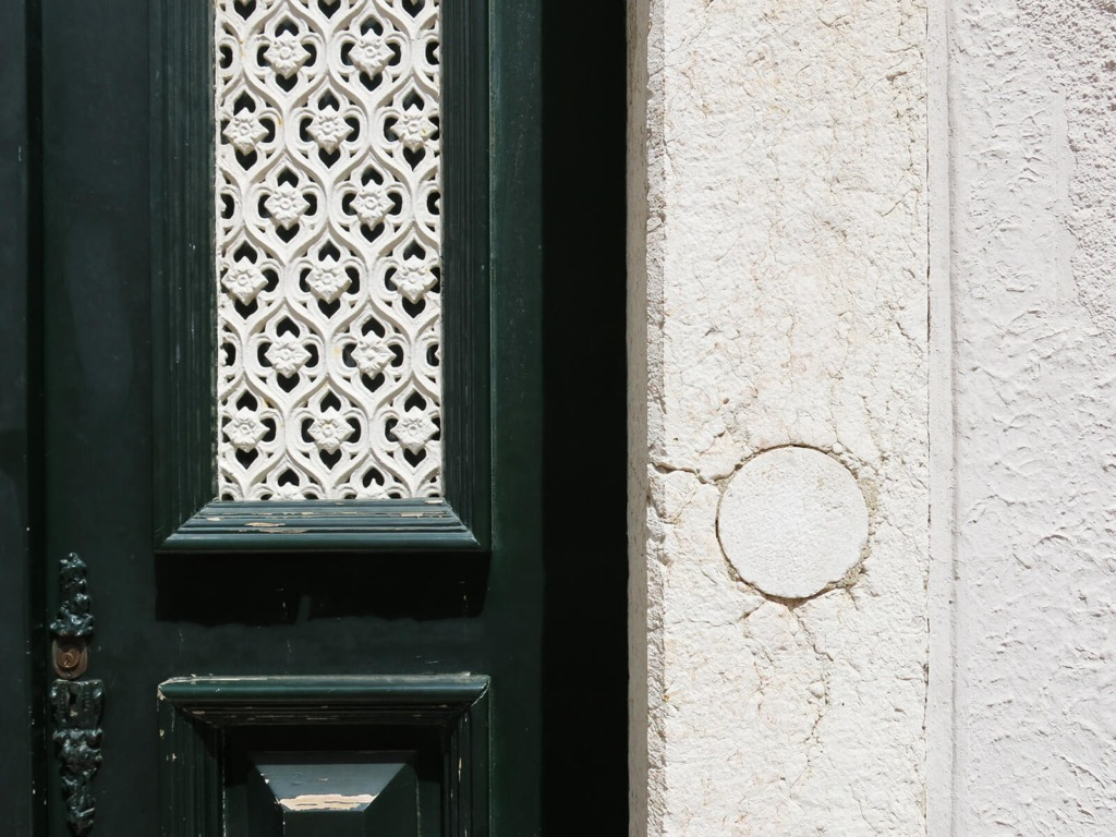 Detalhe da porta e cantaria