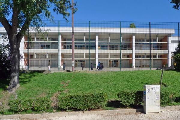 Vista geral da escola e zona de recreio