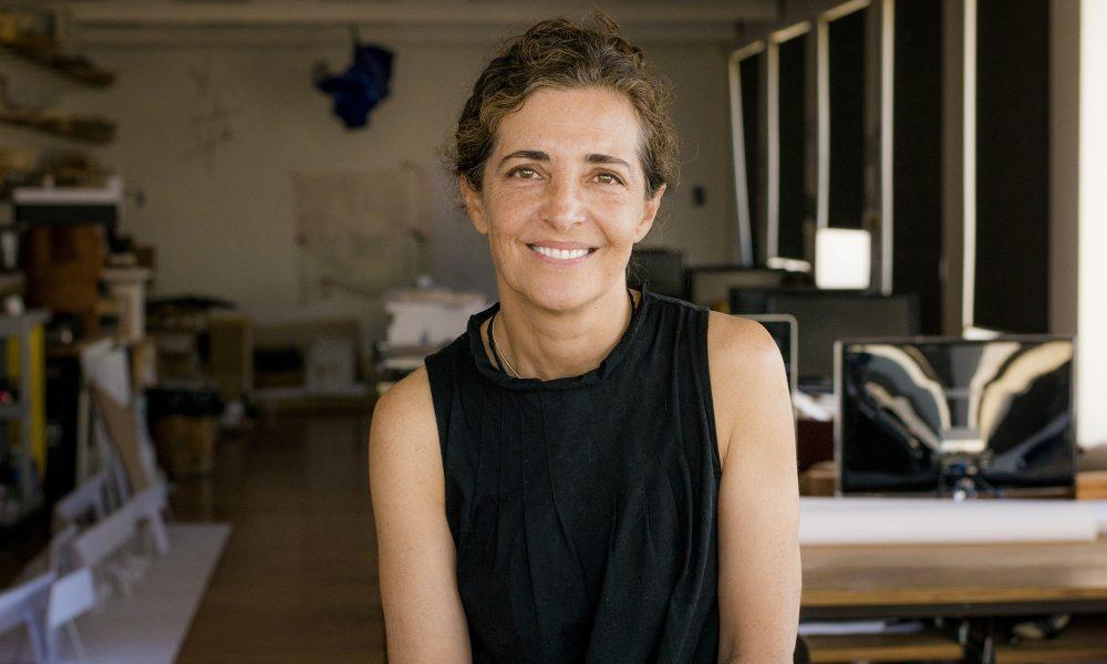 Cecilia Puga (Chile, 1961) es una de las más relevantes arquitectas chilenas. Desarrolla proyectos, trabaja en edición y publicación, estudia y se especializa en conservación patrimonial, dicta conferencias y es docente. Santiago de Chile, 09-03-16 (©Alvaro de la Fuente/Triple.cl)